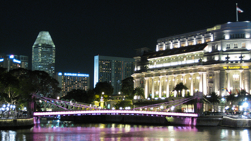 fullerton-hotel-cavenagh-bridge-singapore